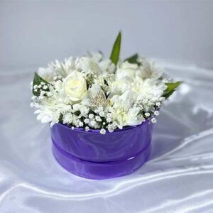 گل های بهاری با گلدان فلزی