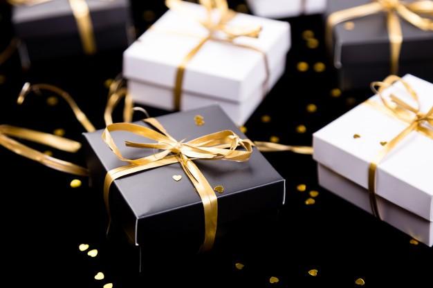 باکس هدیه سفید و مشکی